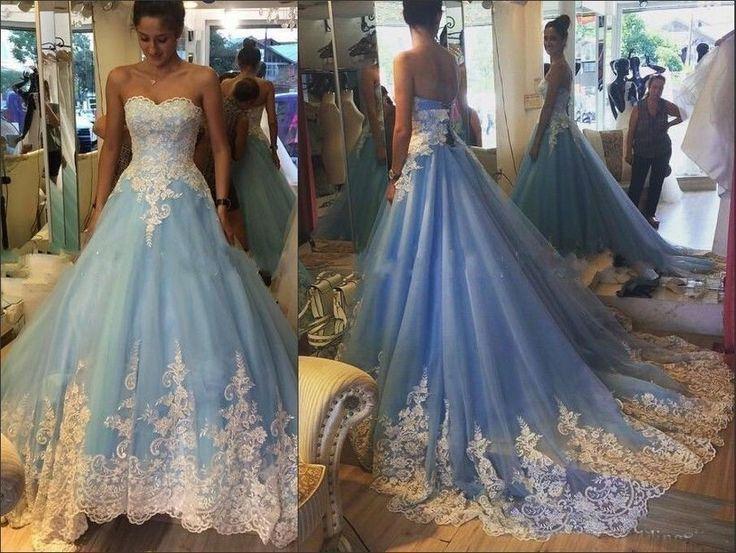 robe de bal bleue et dentelle ivoire