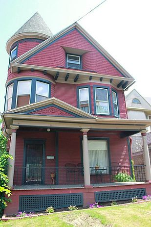 Slightly haunted house for sale. Maybe I can get over my fear of ghosts in increments!