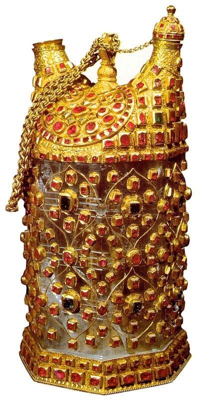ЮВЕЛИРНОЕ ИСКУССТВО. Кувшин-восьмигранник (матарас) для воды. Вторая половина 16 века. Золото, горный хрусталь, драгоценные камни; гравировка, инкрустация. Дворец-музей Топкапы. Стамбул.Турция.
