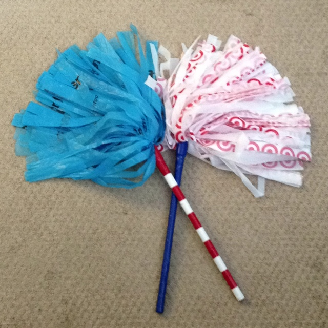 4th of July pom poms - wooden dowels, grocey bags & duct tape!: Pom Pom