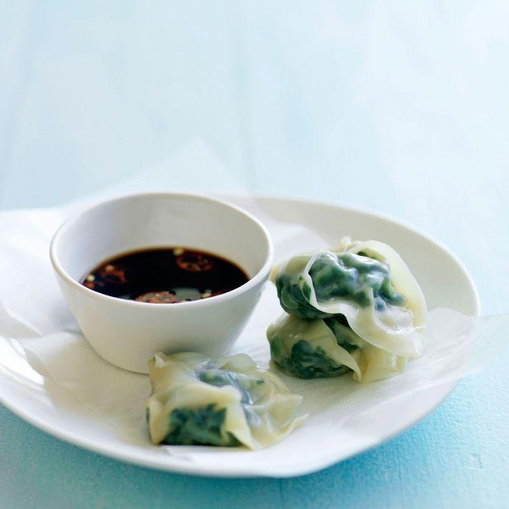 Découvrez la recette des raviolis vapeur au vert de blette