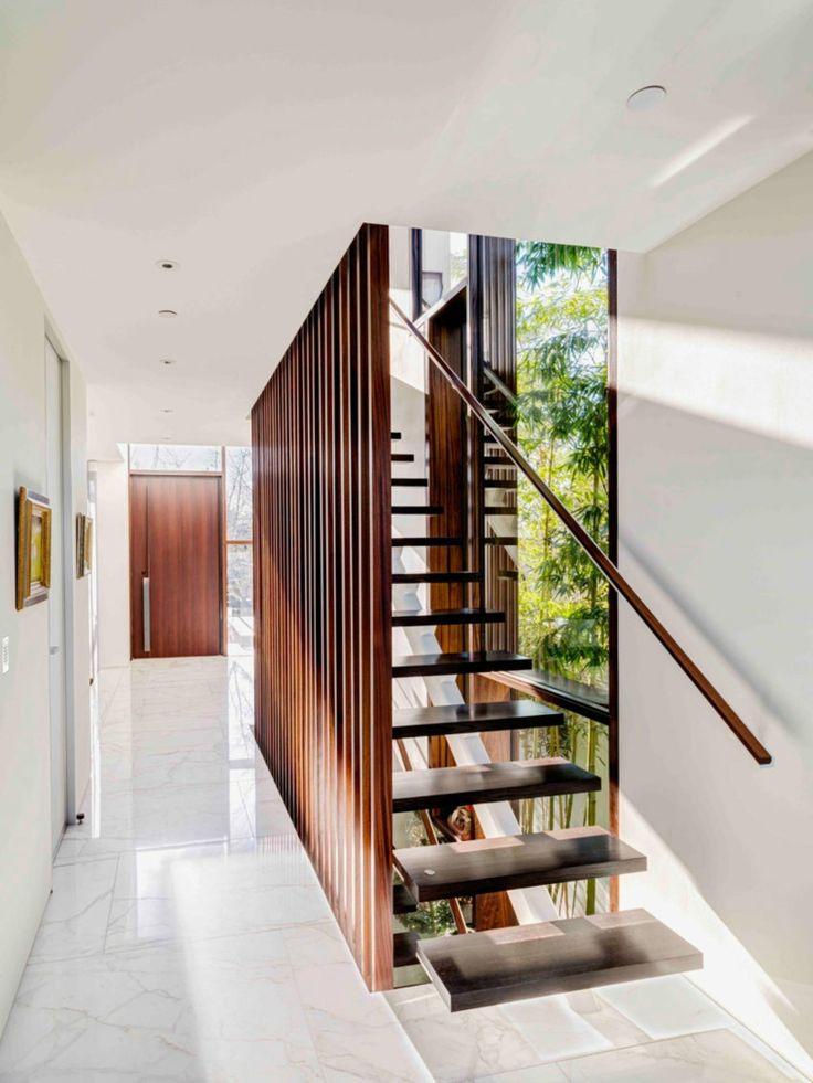 escalera que nos lleva al segundo piso