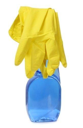 LIMPADOR MULTIUSO 2 - Ingredientes: um litro de água / quatro colheres de sopa de bicarbonato de sódio / uma colher de sopa de vinagre branco ou de limão. Como fazer? Misture bem todas as substâncias e utilize um borrifador para aplicação da solução. | Use na limpeza geral de pisos, azulejos e outras superfícies engorduradas (fogão, pia ou box do banheiro, por exemplo)