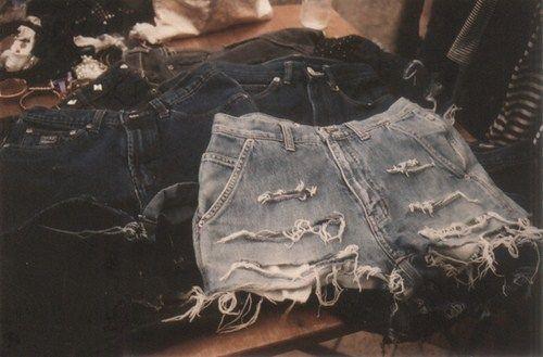 I made it myself: DIY Ripped and distressed shorts (pantalones cortos deshilachados).