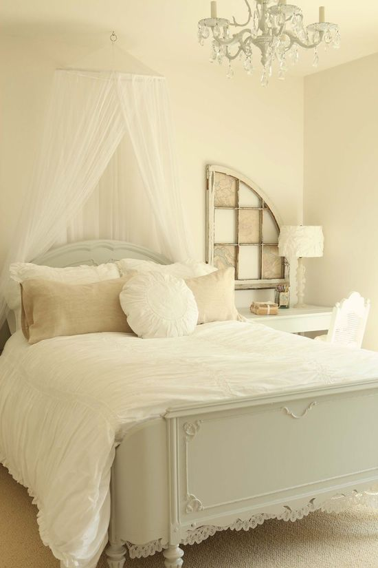 Serene...and love the vintage curved footboard