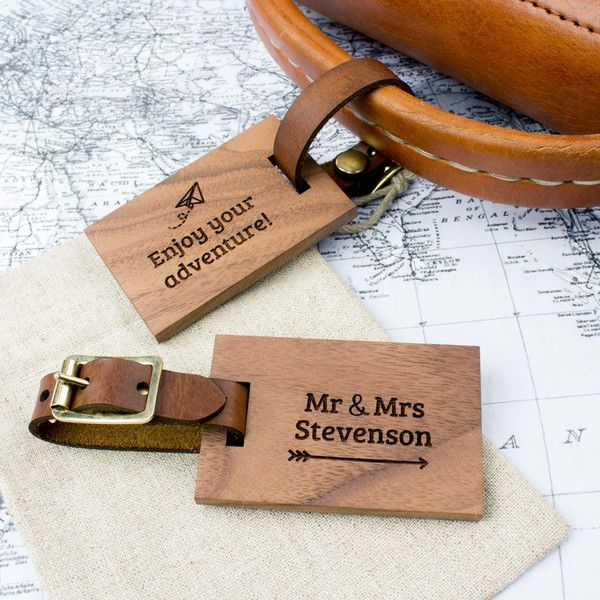 This stunning walnut and leather luggage tag is the perfect accessory for travelling in style! Providing a unique gift for anyone who loves to travel.Made in UK