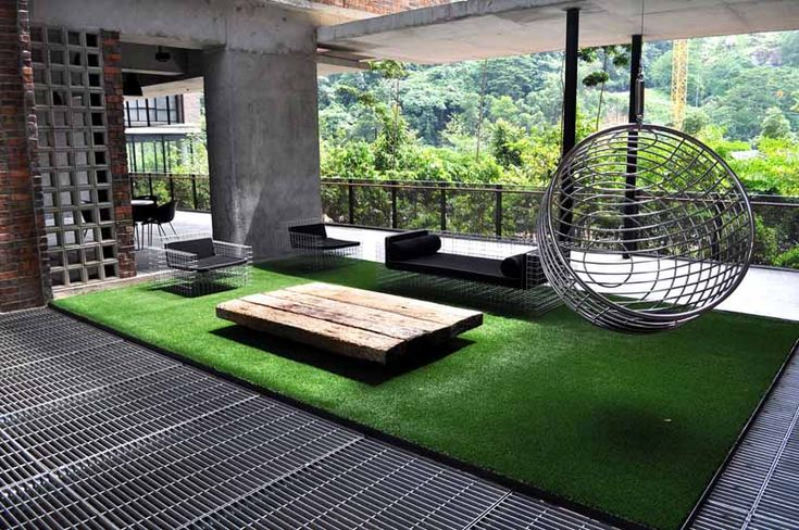 Use the advantages of artificial grass to decorate your home place.