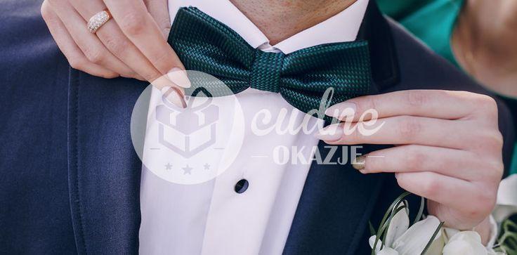 Krawat czy muszka do ślubu? Zastanawiasz się, który element męskiej garderoby będzie idealny? Sprawdź jakie dodatki pasują do garnituru lub smokingu.