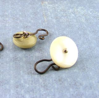 Hopemore: Tutorial: Making hook clasps from shank buttons