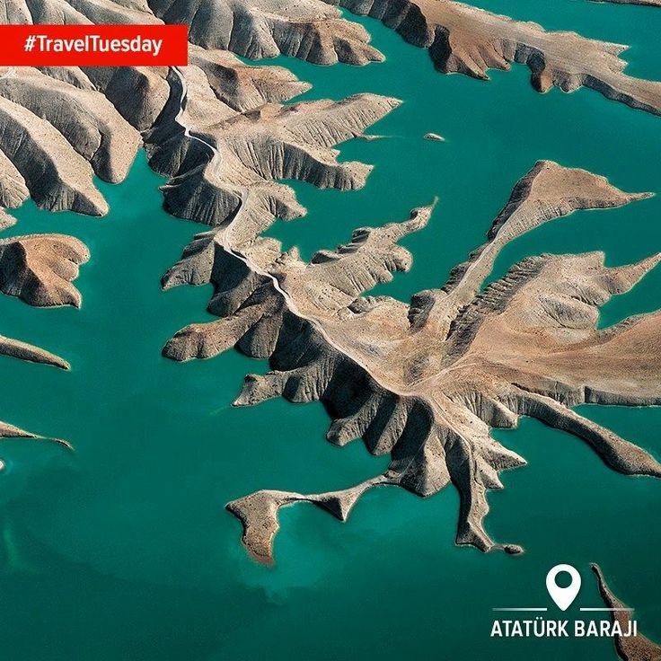 Захоплююча Гребля Ататюрка на історичній річці Єфрат. Вам вже не терпиться відвідати? #TravelTuesday#HomeOf #Beauty #TurkeyFromTheAir Автор фото: Alp Alper