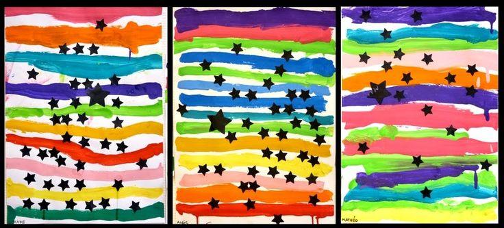 Avec les petits de la classe. D'abord peindre des lignes de différentes couleurs puis lorsque c'est sec, coller des étoiles noires... Nous ...