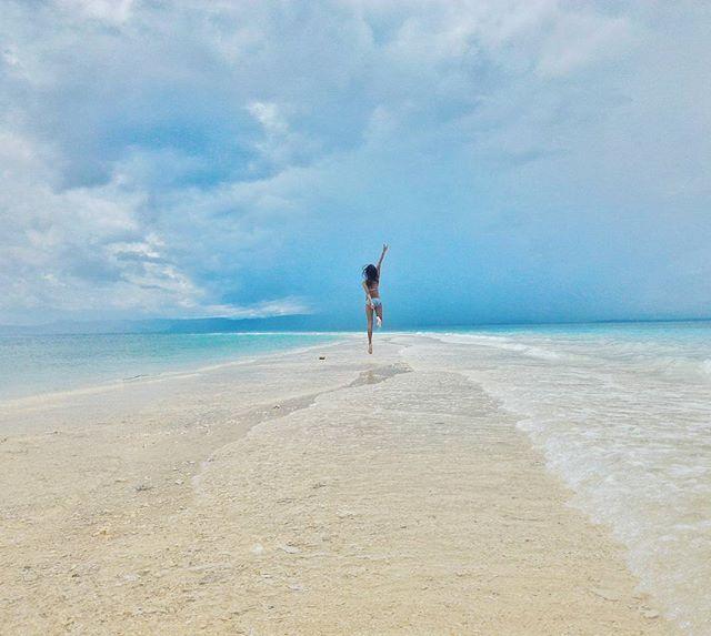 Hello #Monday 😊 . . . . . #kalanggamanisland#leyte#cebu#travelingbikinis#travel#beach#ilovephilippines#itsmorefuninthephilippines#the_ph#travelph#loves_Philippines#bestspots_ph#the_Philippines#theisland_philippines#choosephilippines#ig_pilipinas#sinopinas#grammerph#tuklas_pinaskalikasan#majoyiswandering#loveteamroyals#thebaghakersadventure#fotografiaunited#traversephilippines#wheninmanila#traluluphilippines
