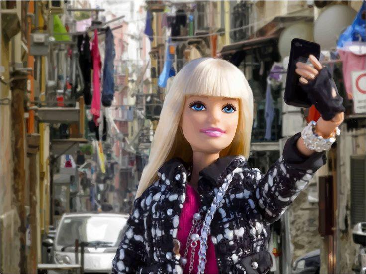 """NAPOLI La famosa bambola bionda """"Barbie"""" sarà in mostra nella città partenopea. Barbie sarà in mostra al Pan – Palazzo delle Arti"""