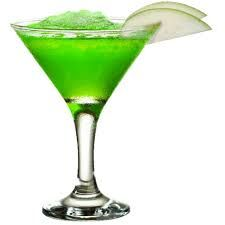 Apple Martini  20 ml de kuyer sour apple stuk appel 50 ml wodka  30 ml appelsap 10ml suikersiroop