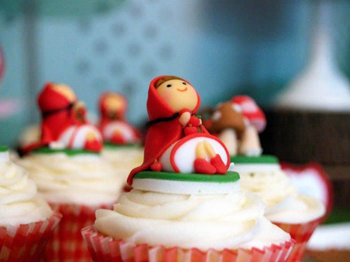 Little Red Riding Hook Cupcakes!Cupcakes Liner, Amy Atlas, Little Red, Birthday Parties, Hoods Parties, Cupcakes Toppers, Red Riding Hoods, Parties Cupcakes, Desserts Tables