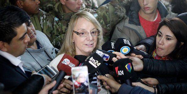 Alicia Kirchner votó custodiada por una decena de militares: La gobernadora de Santa Cruz convocó a los partidos y candidatos a aportar por…