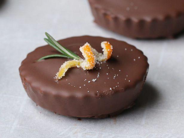 Nämä mini suklaakakut ovat suussasulavan herkullisia – ohjeet valmistukseen videolta