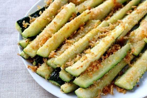 Frittierte Zucchini mit Parmesan und einem Hauch Zitrone