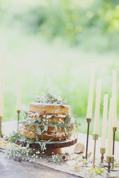 rustic naked wedding cake via thelovelyfind.com