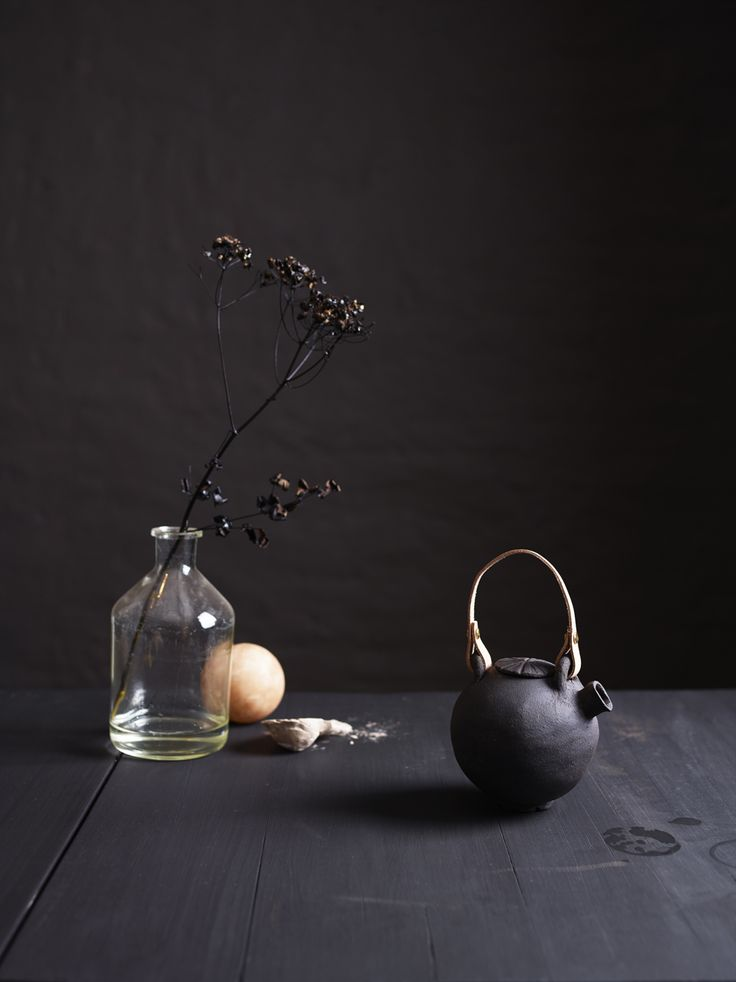 Black ceramics by Ragnhild Wik Photo: Siren Lauvdal Styling:Kirsten Visdal