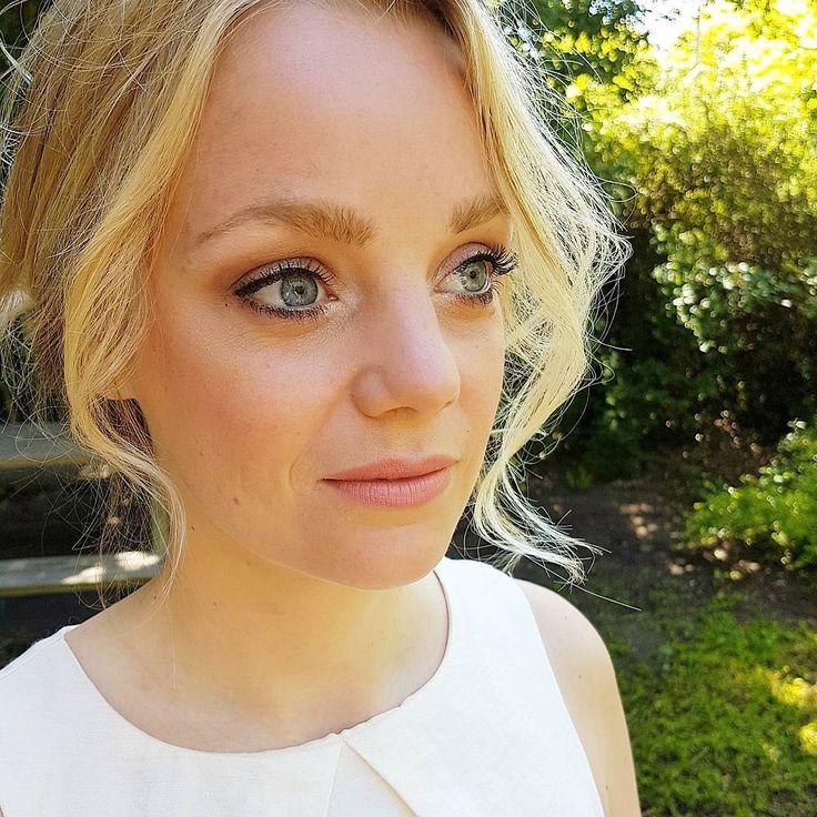 Vandaag het haar & make-up van knappe @tinekevs gedaan. Ze is helemaal klaar voor de bruiloft van haar vriendin! #makeup #weddingday #sayyes #bridesmaids #bridesmaidmakeup #bruiloft #trouwen #bridal #bridalmakeup #bridesmaid #mac #airbrush #bohemian #loosecurls #prettyeyes #maxfactor #maybelline #loreal http://gelinshop.com/ipost/1523178635778244422/?code=BUjauYrBr9G