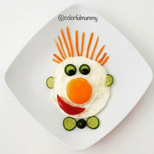 Merhaba, benim adım havuç? Senin adın ne? Hello, my name is Carrot? What is your name? Yumurta, havuç, salatalık, zeytin, kırmızı biber.... Egg, carrot, cucumber, olive, redpepper. .. #sundaybreakfast #kahvaltı #mukemmelanneler #yumurta
