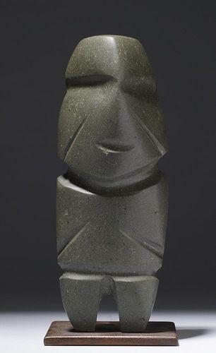 Каменное орудие в форме человеческой фигуры, которое создали представители культуры Mezcala.