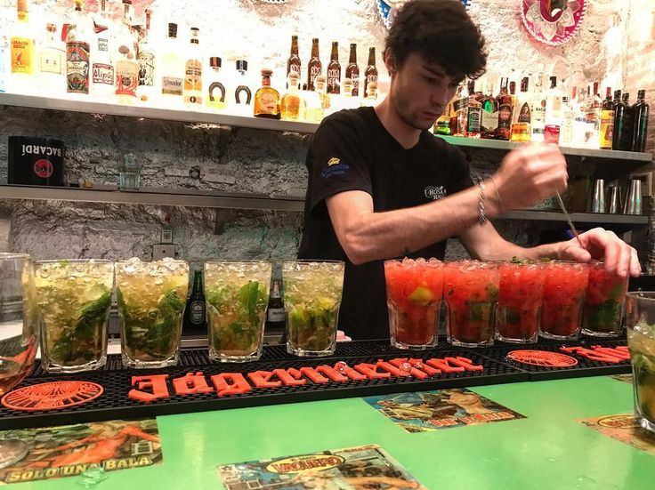 Do you fancy colorful drinks and a cool place then don't miss Rosa Raval in Barcelona  #danishadventurer #in #barcelona