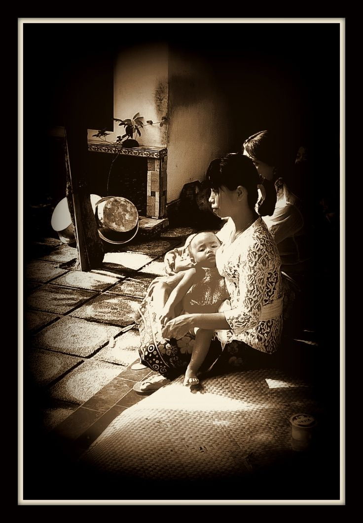 """ Ibu dan anak "" ('Mother and child') Bali 2016 B/W photo, tonal value study"