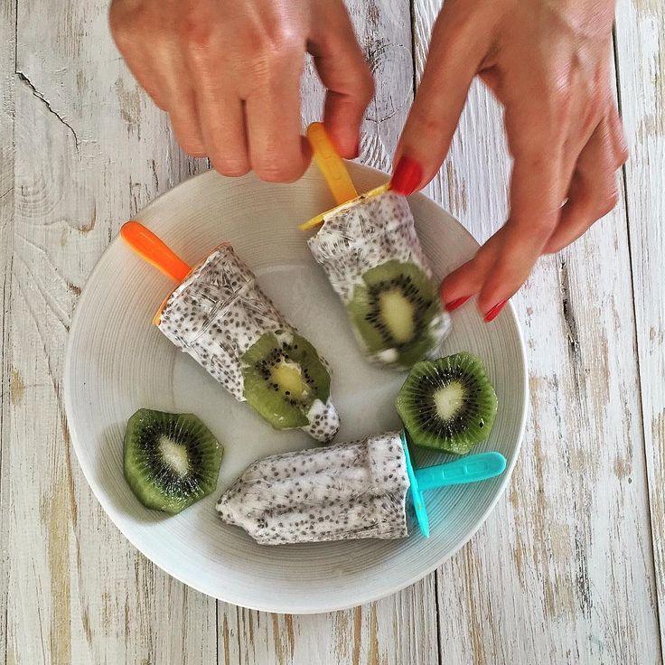 """Все лучшее в этой жизни начинается на букву""""М"""": Мама, мороженое, музыка, мартини... Очень легко сделать домашнее мороженое из кокосового молока, чиа и киви. Реально #вкусно даже без посластителей😋 #blog#foodblog#kievgram#kievtoday#блог#vegan#рецепты#рецептыпп"""