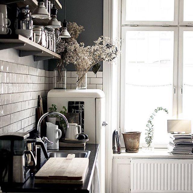 Besök hos bästa @drystudios - med finaste köket! Nytt blogginlägg! ___________________________________________________ Visiting Dry studios, new blogpost! Love their kitchen ... #drythings #drystudios #drycostume #kitcheninspo #kitcheninspiration #scandinavianinterior #vintagedecor
