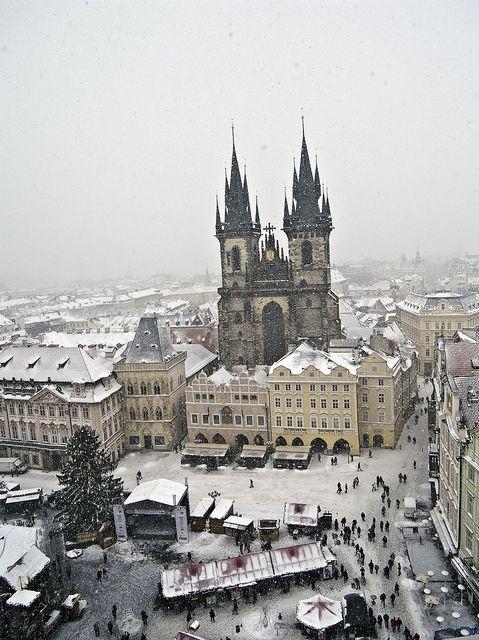 Staroměstské náměstí/Old Town Square & Chrám Matky Boží před Týnem/Church of Our Lady before Týn, Praha/Prague, Czech republic