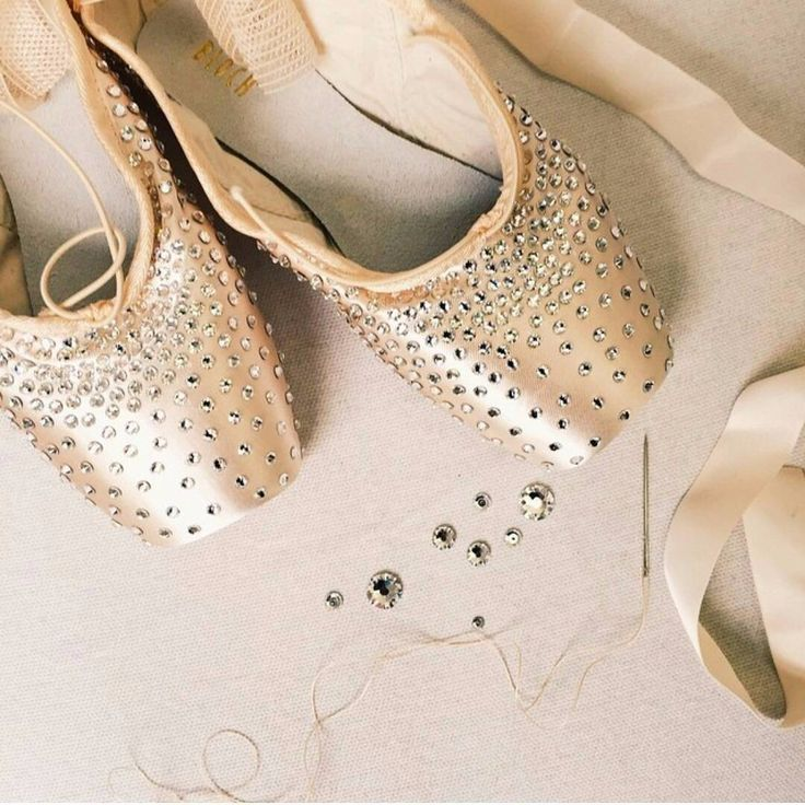 Every girl's dream of pointe shoes❤️