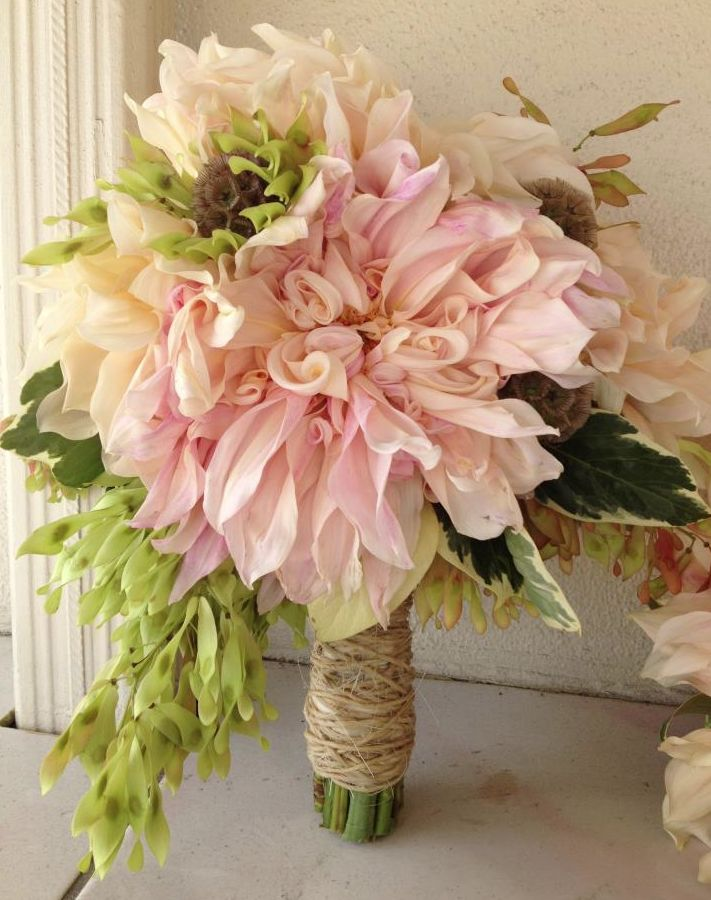 25 Chic Bridal Bouquet Inspiration (New!). To see more: http://www.modwedding.com/2014/08/06/25-chic-bridal-bouquet-inspiration-new/ #wedding #weddings #bouquet Featured Wedding Flower: Camellia Wedding Flowers;