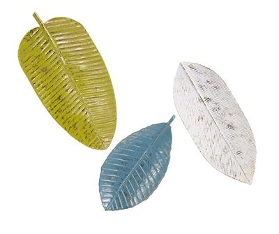 A trio of painted iron leaf trays makes any tropical themed setting look made in the shade.   100% Iron