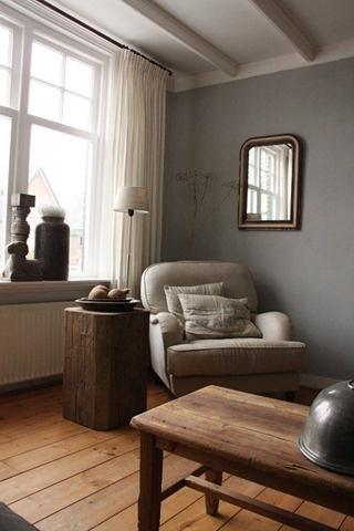 Stoere zuil / sokkel als bijzettafeltje - prachtige vloer in warme kleur, mooi in combi met muur en inbetween - hoog sfeergehalte