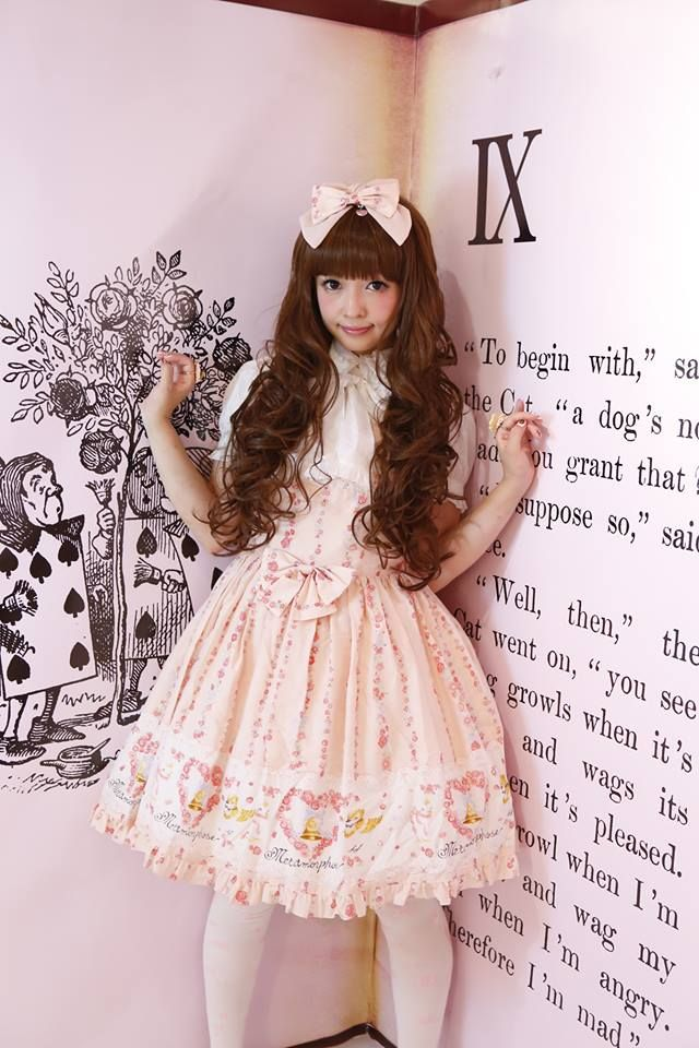 Misako Aoki in Sweet Lolita  LOVE HER!  I would love to meet her someday. :3 <3