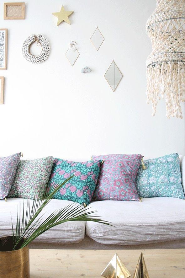 Housse de coussin indien / Handblock pillow cover, €20.00 by LES PETITS BOHEMES Modèle fond vert fleurs blanches