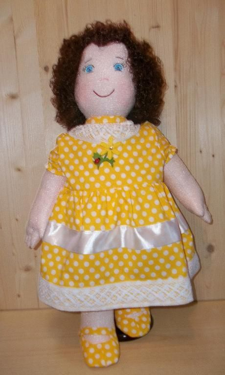 Sewing : Soft cloth girl Tutorial PDF Emily. PDF 37 pages, step by step (18 photos). The clothing pattern require beginner to intermediate sewing skills. The included cloth doll pattern requires intermediate dollmaking skills. A nice gift for your little girl. The instructions is in Italian, but Google translate does a good job. Or if you know Italian, it won't be a problem. Pattern description in Italiano and English. Rossella Usai http://www.dalbauledellanonna.com