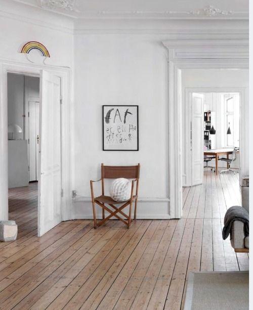 Long floor boards, rainbow above door