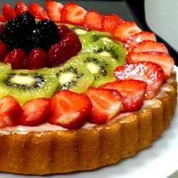 This beautiful fruit tart reminds me of the time I spent in Europe. Whenever I would go to Paris, I would always scour the French bakeries in search of one.