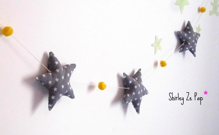 Guirlande étoiles et pompons personnalisée gris et jaune moutarde