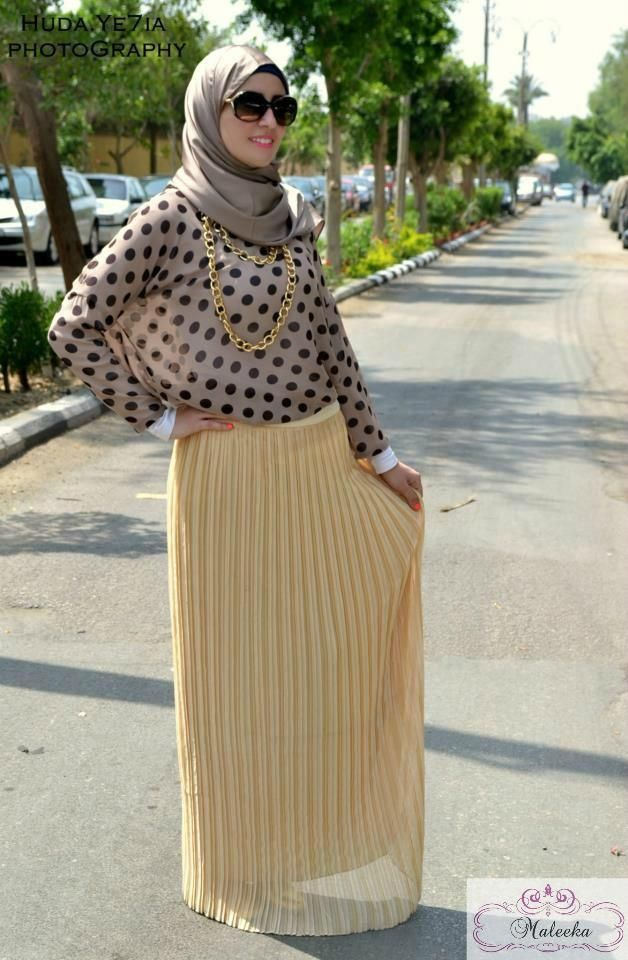 pleated yellow maxi skirt  Maxi printed dresses by maleeka http://www.justtrendygirls.com/maxi-printed-dresses-by-maleeka/