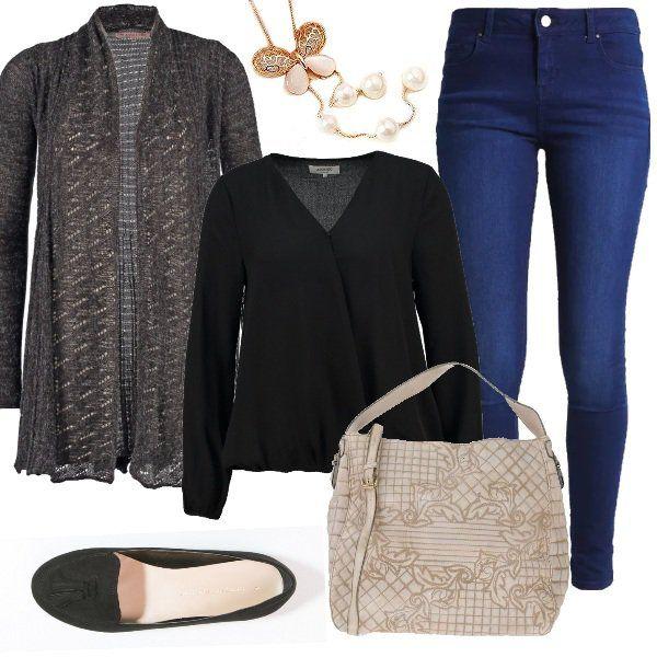 Outfit+comodo+per+chi+dall'ufficio+passa+direttamente+ad+una+riunione+per+i+bambini+a+scuola+e+ad+un+appuntamento+per+un+caffè+con+le+amiche.+Jeans+skinny+abbinato+a+blusa+black+e+a+cardigan+grey+melange.+Scarpe+basse+senza+lacci+black,+borsa+a+mano+beige+completano+un+look+che+con+la+collana+lunga+con+ciondolo+vi+farà+sentire+perfette+anche+fuori+dal+lavoro.