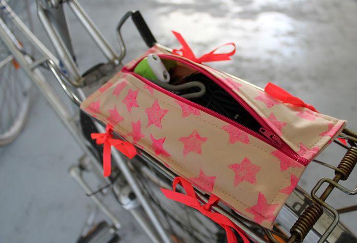 EllyBeth: Une pochette pour porte-bagages de vélo