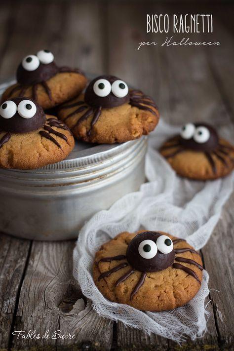 I bisco ragnetti per Halloween sono simpaticissimi, i bambini ne vanno pazzi! La base è un biscotti friabile, decorato con cioccolato, irresistibile.
