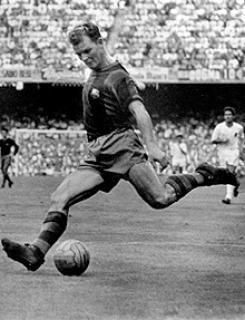 Laszlo Kubala, el hombre por el cual se construyo el Camp Nou, pues el campo Les Corts se quedo pequeño para la cantidad de personas que queria verlo jugar. Jugo con varios clubes, sin embargo su paso goleador por el FC Barcelona condujo al club azulgrana a una de sus epocas mas gloriosas. Uno de los delanteros mas completos de su epoca y que trascendió el tiempo para convertirse en leyenda.