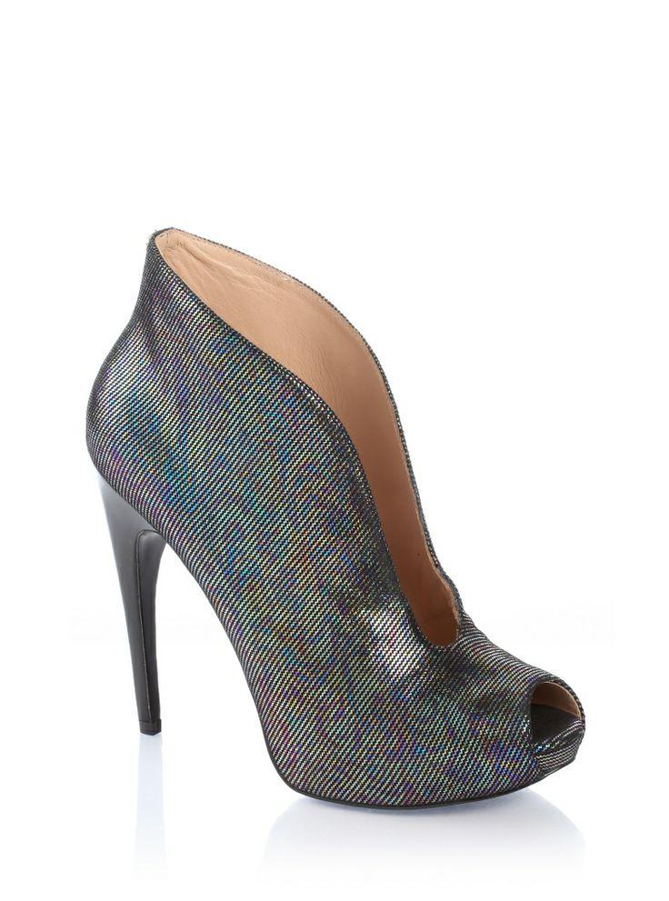 Quisha Fantastic Ankle Boot | GUESS.eu