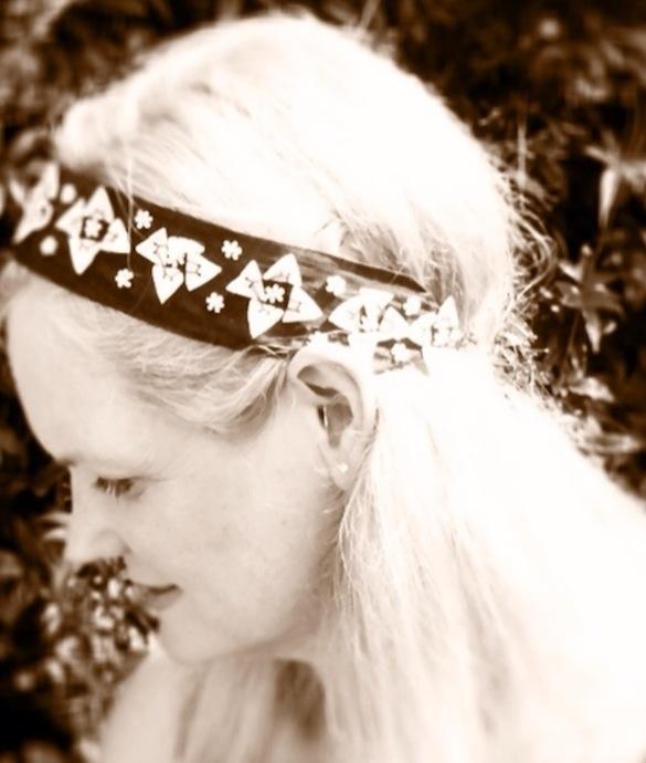 I love a vintage ribbon crown....
