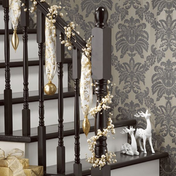 17 best images about christmas banisters decorations on pinterest traditional san diego and for Escalier decor